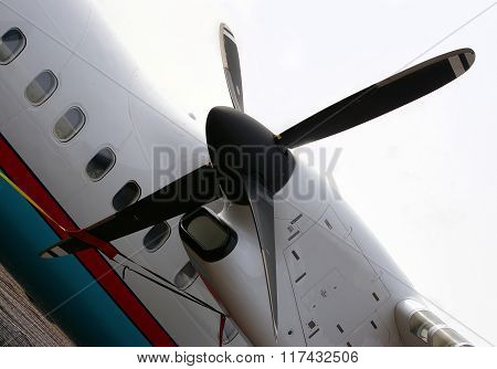 black propeller aircraft