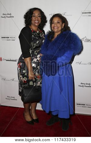 LOS ANGELES - FEB 4:  Shonda Rhimes, Debbie Allen at the Debbie Allen's Freeze Frame U.S. Premiere at the Wallis Annenberg Center for the Performing Arts on February 4, 2016 in Beverly Hills, CA