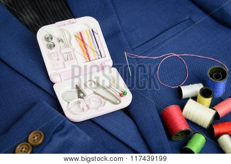 Mini Sewing Kit And Thread Coil