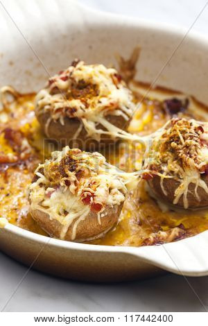 baked champignons with bacon