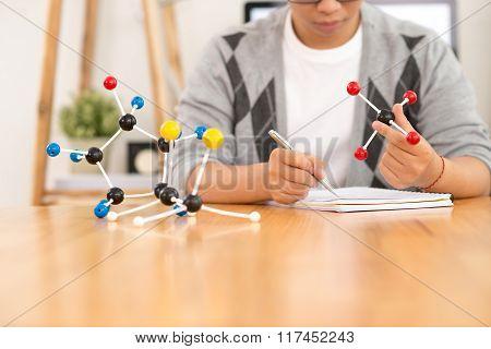 Examining molecular models