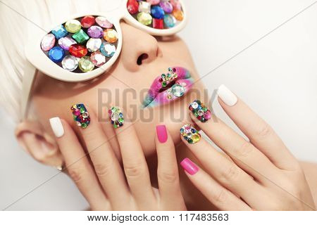 Makeup and manicure with crystals.