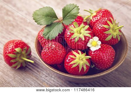 Red strawberries in a bowl
