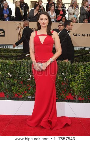 LOS ANGELES - JAN 30:  Katie Lowes at the 22nd Screen Actors Guild Awards at the Shrine Auditorium on January 30, 2016 in Los Angeles, CA