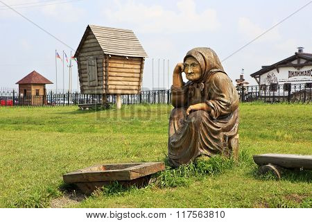 Grandma with nothing. Wooden sculptures based on Pushkin's fairy tales.