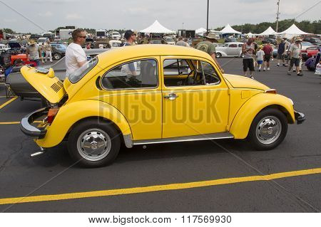 1976 Vw Yellow Bug / Beetle Car Side View