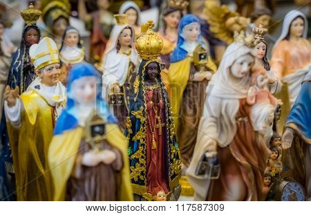 Holy figurines