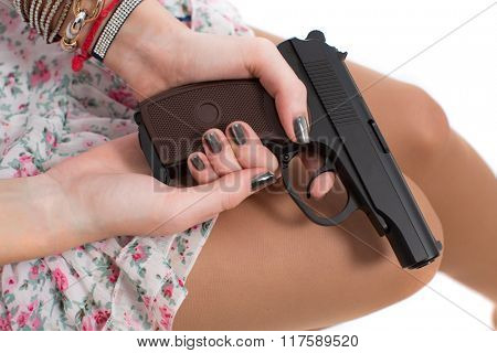 Girl holds in the hands of a gun