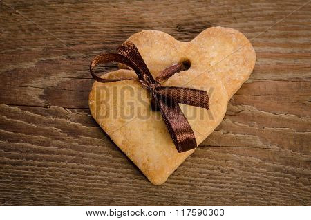 Cookies-hearts Related Together On  Wooden Table