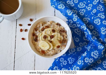 oatmeal with bananas and raisins for breakfast