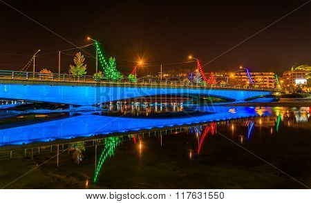 Ferdowsi Bridge On The Zayanderud River In Isfahan - Iran