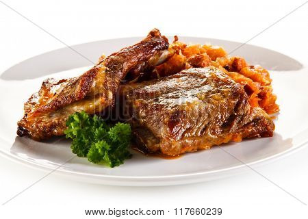 Barbecued ribs with vegetables