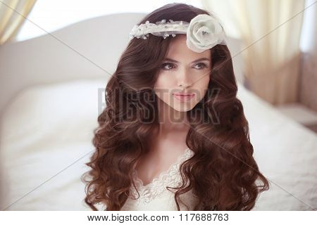 Healthy Hair. Beautiful Bride Girl Fashion Portrait. Wedding Hairstyle. Beauty Makeup. Elegant Young