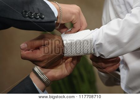 Each Helps To Wear Cufflinks To The Groom