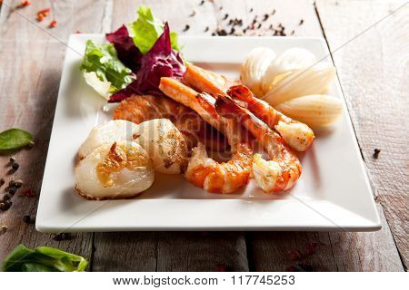 Grilled Seafoods with Salad