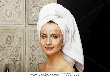 Natural beautiful woman in bathroom.