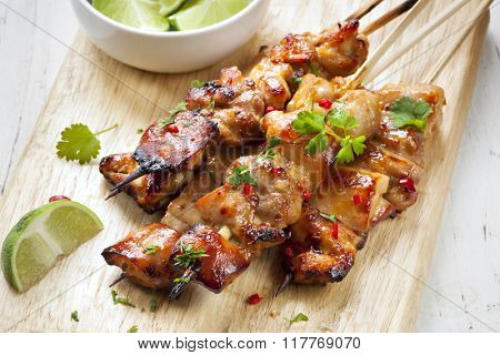 Satay chicken skewers with lime and chili.
