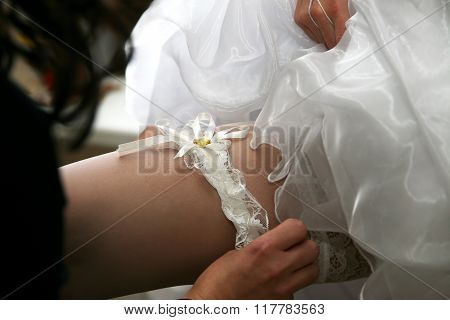 Friend Of The Bride Wears Her Wedding Garter