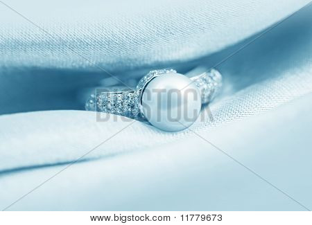 Elegant Jewelry Ring With Jewel Stone