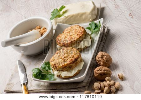 potatoes sandwich with soft cheese