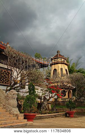 Linh Son Pagoda Nestled in a gently sloping hill amidst a bustling Dalat City