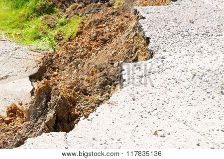 the collapse of the road caused by an earthquake.