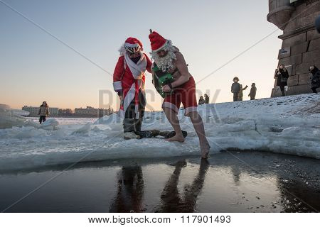 Santa Claus In The Hole