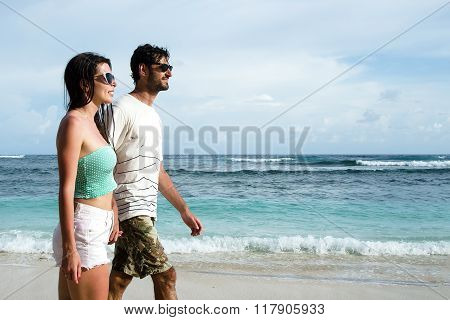 Happy young couple at beach - Stock image