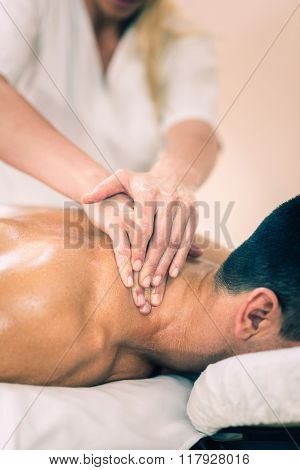Sports massage - Massaging neck and shoulders