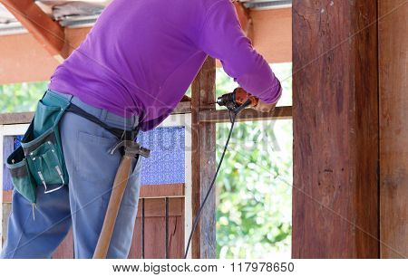 Carpenter Drill Wood For House Construction