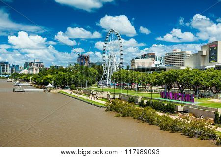BRISBANE, AUSTRALIA - FEB 12, 2016: Southbank Parklands and the Brisbane Wheel, located on the southern bank of the Brisbane river.