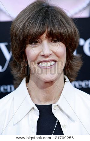 LOS ANGELES - JUL 27:  Nora Ephron at the Special Screening of 'Julie & Julia' at the Mann Village Theater in Los Angeles, California on July 27, 2009