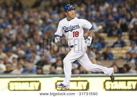 LOS ANGELES - 9 de abril: Los Angeles Dodgers P Hiroki Kuroda #18 em ação durante o jogo MLB entre