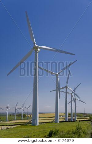 Molinos de viento en el parque eólico