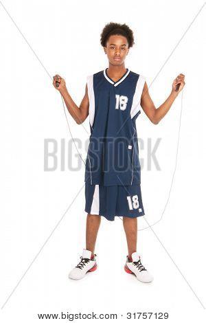 Menino negro é fazer o treino com pular corda