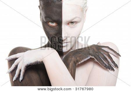Porträt der Frau In schwarz und weiß-Make-up