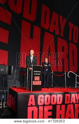 LOS ANGELES - JAN 31:  Bruce Willis, Jim Gianopulos at the 'A Good Day to Die Hard