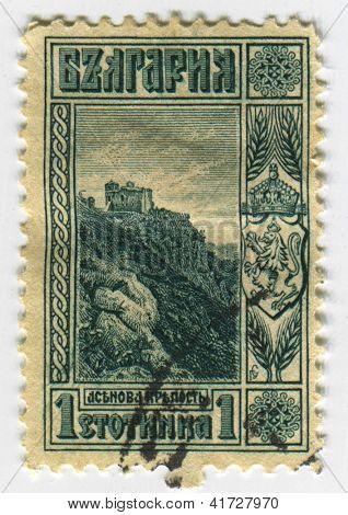 BULGARIA - CIRCA 1915: A stamp printed in Bulgaria shows ruins of Zaren Assen caste, circa 1915.