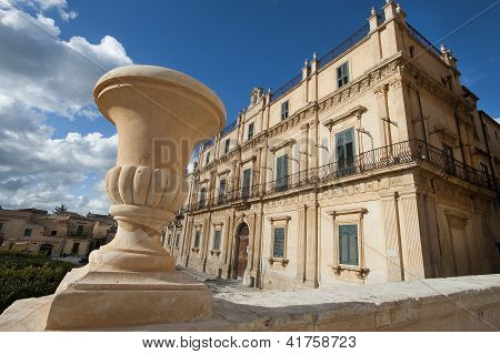baroque buildings in Noto