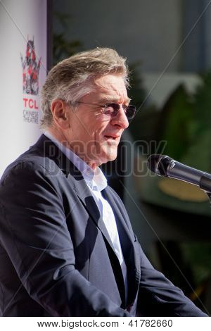 Robert De Niro at the Handprint Ceremony at TCL Chinese Theatre
