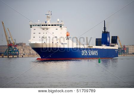 DFDS ship BOTNIA SEAWAYS in Klaipeda harbor