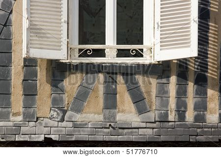 Slates on walls, protection against sea sprays, Charente Maritime (France)
