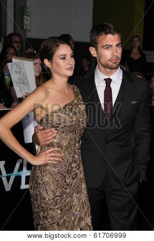 LOS ANGELES - MAR 18:  Shailene Woodley, Theo James at the