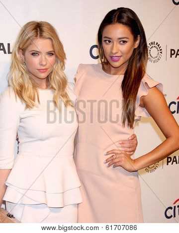 LOS ANGELES - MAR 16:  Ashley Benson, Shay Mitchell at the PaleyFEST -