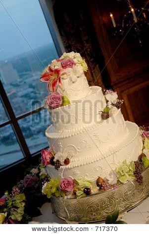 White Weding Cake