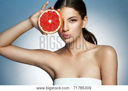 Lovely girl with pomelo slice, natural organic raw fresh food concept