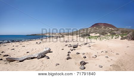 La Graciosa - Wild sand beach at Playa Francesa