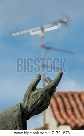 Aerial in Hand