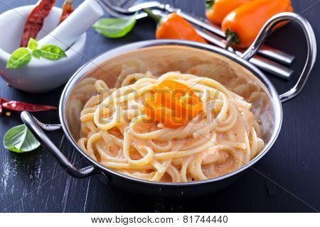 Linguine pasta with roasted red pepper sauce