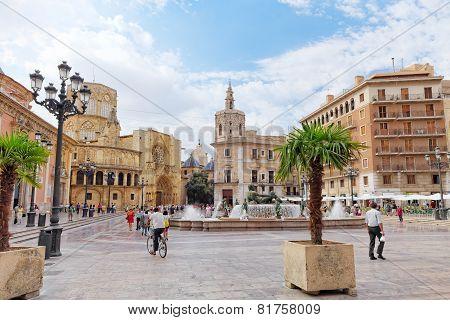 VALENCIA, SPAIN - SEPT 10: Square of Saint Mary's and fountain Rio Turia.